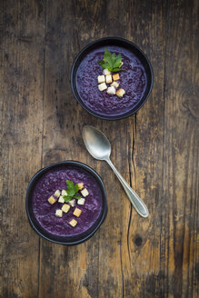 Two bowls of red cabbage soup garnished with croutons and parsley - LVF06658