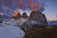 Italy, Alto Adige, Dolomites, Sassolungo, Fuenffingerspitze and Grohmannspitze at sunrise twilight, late autumn with first snow - RUEF01812