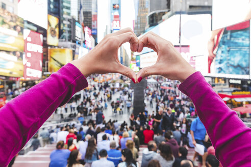 USA, New York, heart-shaped hands on Times Square - WPEF00037