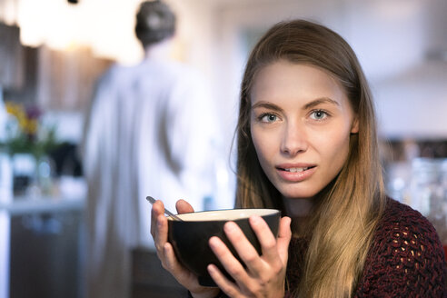 Portrait of blond woman holding bowl - PESF00981