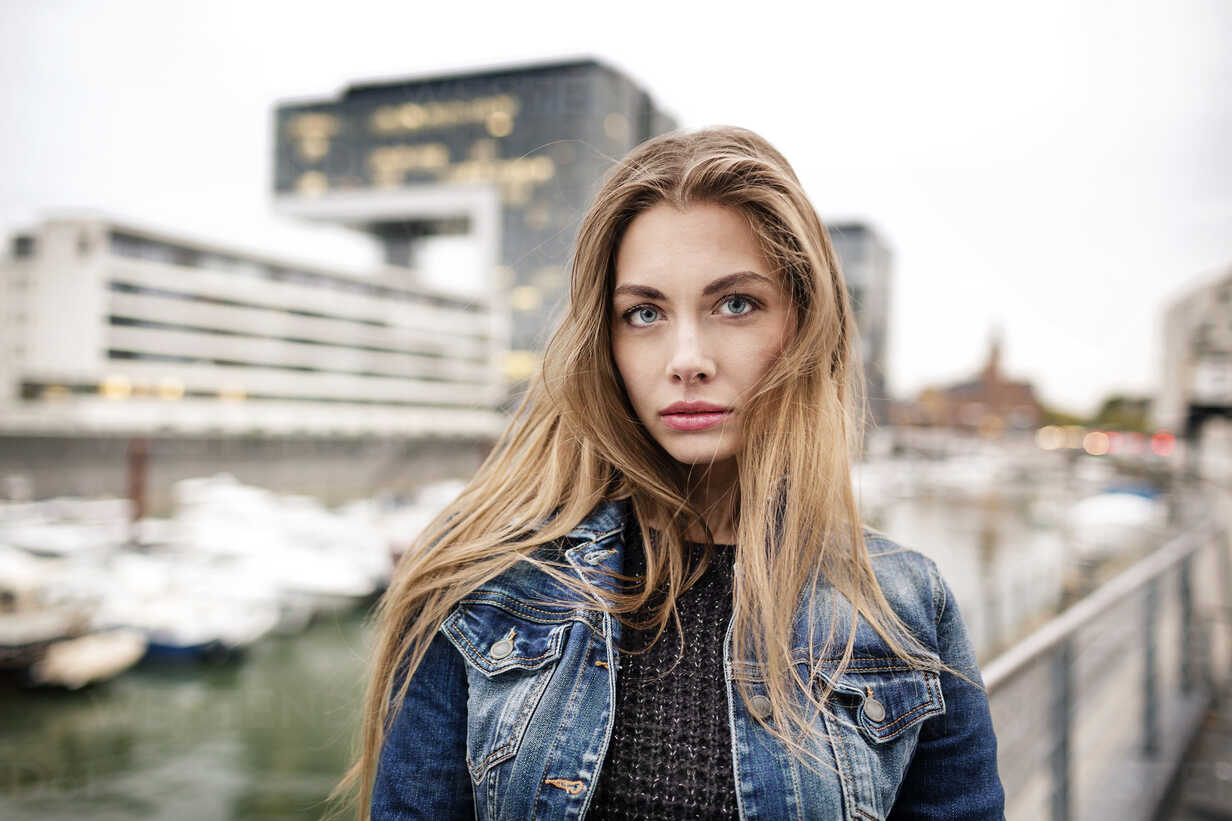 Portrait of attractive young woman at city harbor - PESF01007 - Peter Scholl/Westend61