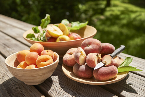 Apples, apricots and doughnut peaches - SRSF00650