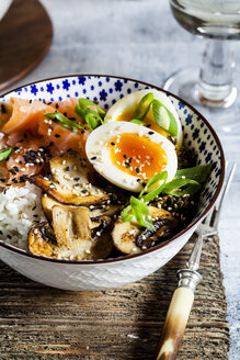 Lunch bowl, cooked egg, rice, smoked salmon, mushroom, green cabbage, sesame - SBDF03450