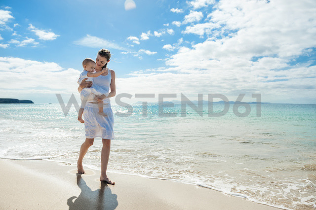 Mother walking with little daughter on the beach - DIGF03265