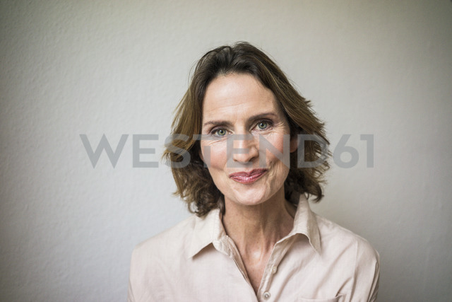 Portrait of smiling mature woman - MOEF00789