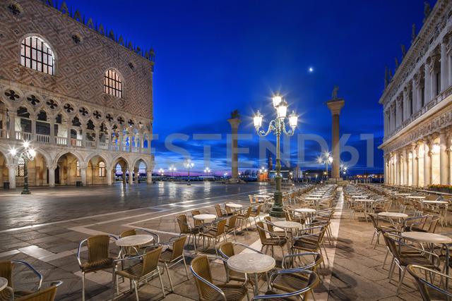Italy, Veneto, Venice, St Mark's Square and Doge's Palace, early morning - YRF00196