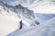 Austria, Tyrol, Kalkkoegel, Axamer Lizum, freeride skier looking into the valley - CVF00143