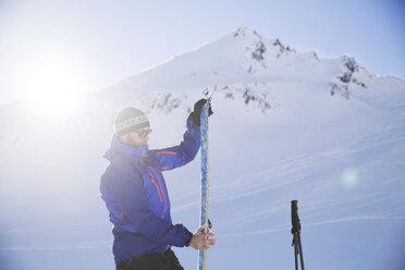 Austria, Tyrol, Kuehtai, freeride skier preparing ski for a ski tour - CVF00146