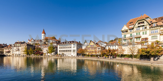 Switzerland, Canton of Bern, Thun, river Aare, old town with parish church and Aarequai - WDF04425