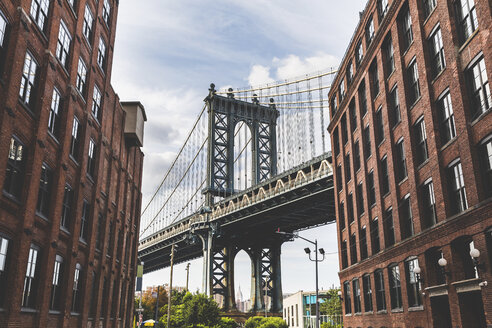USA, New York City, view to Manhattan Bridge from Brooklyn - WPEF00090
