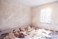 Papers in messy abandoned room - FSIF00302