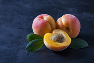 Whole and sliced apricots on dark ground - CSF28890