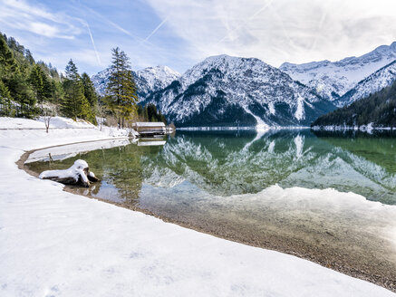 Austria, Tyrol, Ammergau Alps, Lake Plansee in winter - STSF01457