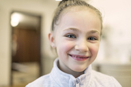 Portrait of smiling girl - FSIF00560