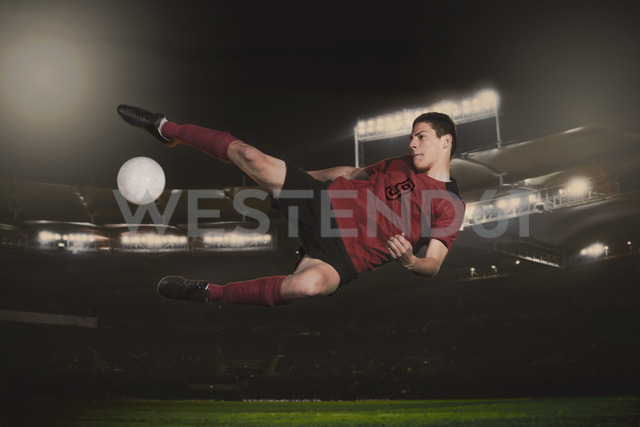 Full length of soccer player kicking ball during match - FSIF00926 - fStop/Westend61