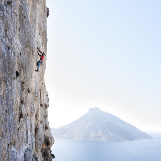 Greece, Kalymnos, climber in rock wall above the sea - ALRF00910