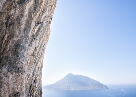 Greece, Kalymnos, climber in rock wall above the sea - ALRF00919