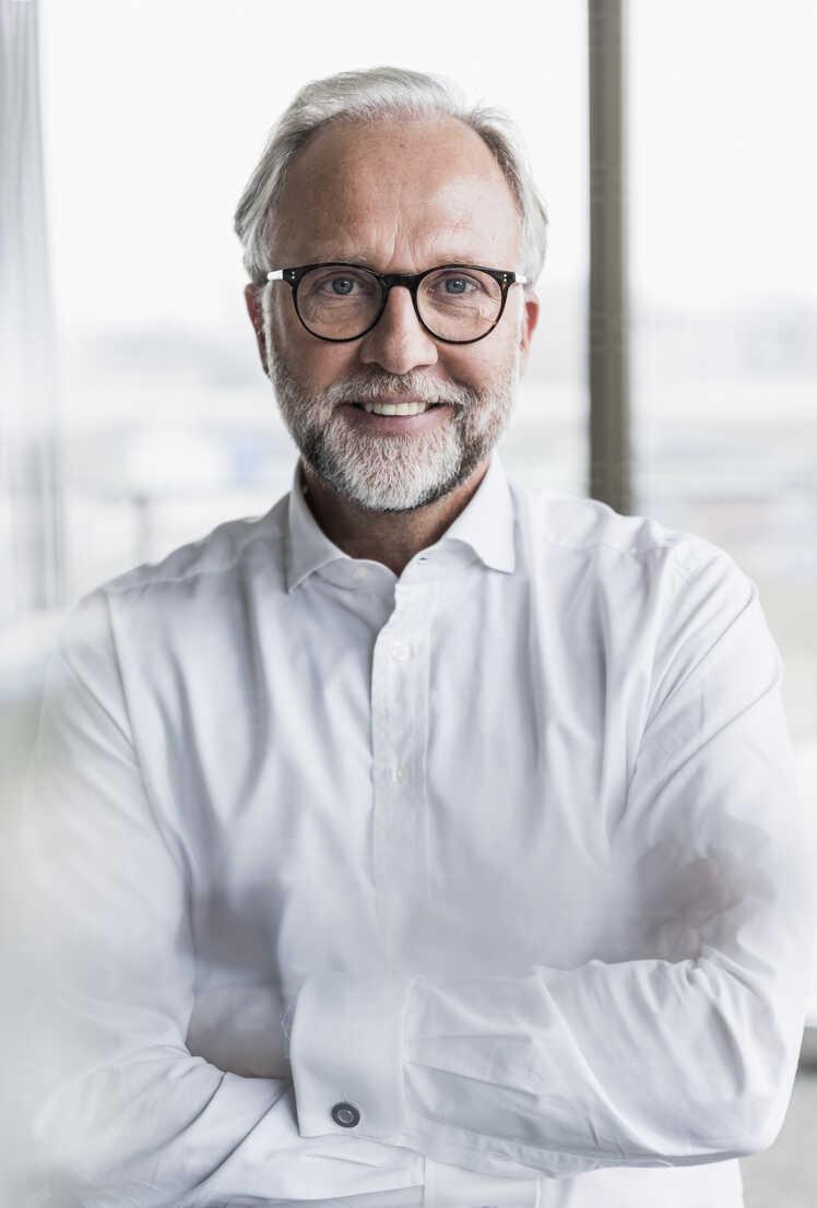 Portrait of smiling mature businessman - UUF12744 - Uwe Umstätter/Westend61