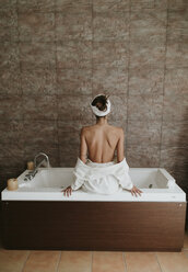 Young woman in the jacuzzi of a spa - OCAF00151