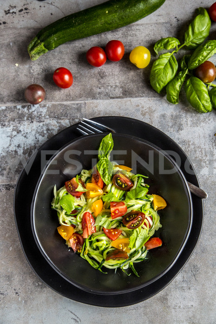 Zoodles, zucchini spaghetti, with tomatoes and basil - SARF03581