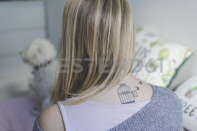 Back view of blond woman with tattoo on her neck - AFVF00078