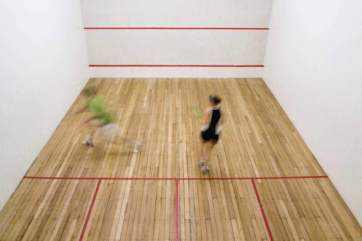 High angle view of two people playing squash - FSIF02410 - fStop/Westend61