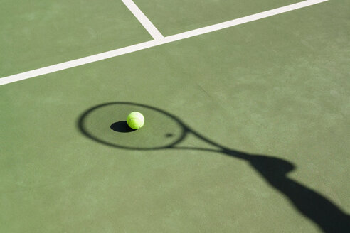 Shadow of a tennis racquet on a tennis court - FSIF02419