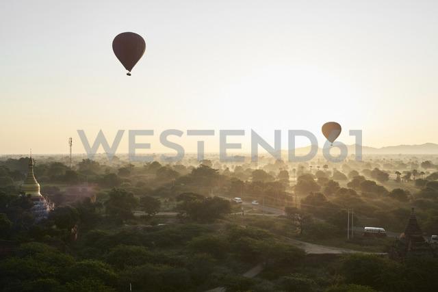 Myanmar, Bagan, Hot air balloons at sunrise - IGGF00435