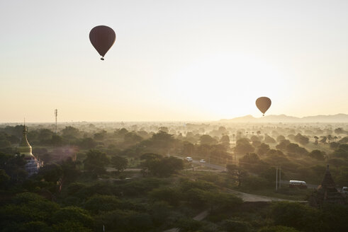 Myanmar, Bagan, Hot air balloons at sunrise - IGGF00435