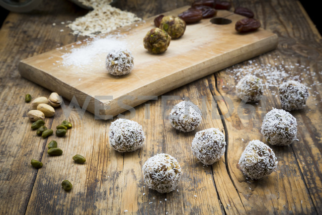 Bliss Balls with dates, pistachio, oat flakes and coconut flakes - LVF06723