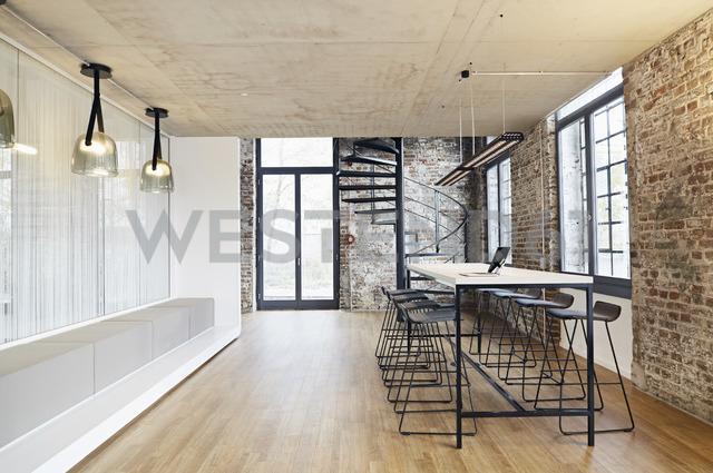 Laptop in meeting room in modern office - PDF01440 - Philipp Dimitri/Westend61