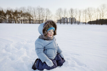 A boy playing in the snow - FSIF02821