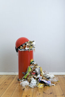 An overflowing garbage can of rotting food and recyclables - FSIF02862