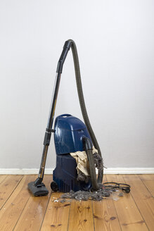 Vacuum cleaner with an exploded vacuum cleaner bag - FSIF02865