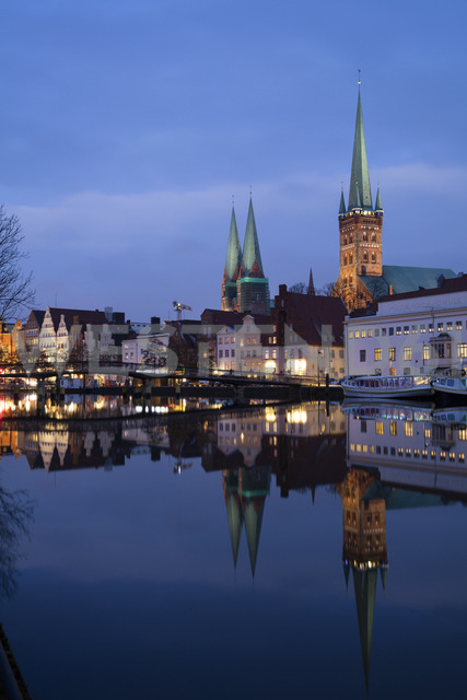 Germany, Schleswig-Holstein, Luebeck, Old town, Obertrave river, St Mary's Church and St. Petri church at blue hour - WIF03481