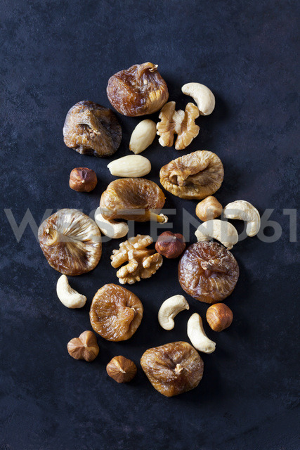 Dried figs, almonds and various nuts on dark ground - CSF28936