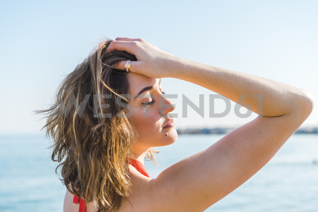 Portrait of attractive young woman on the beach - AFVF00276