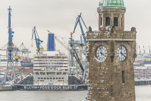 Germany, Hamburg, Harbour, Landungsbruecken with Clock Towe, in the background a cruise ship in dock - KEB00747