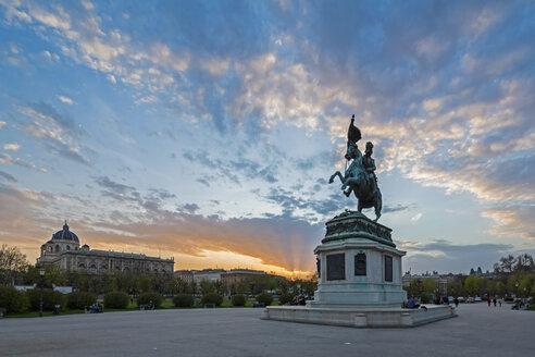 Austria, Vienna, Equestrian statue of Archduke Charles at Heldenplatz in the evening - FOF09918
