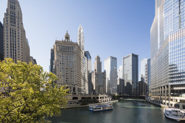 USA, Illinois, Chicago, Chicago River, Trump Tower and Wyndham Grand Chicago Riverfront - FO09943