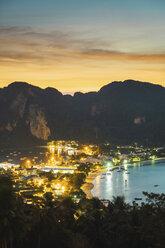 Thailand, Phi Phi Islands, view over Ko Phi Phi at dusk - KKAF00881