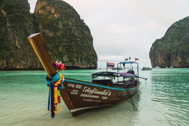 Thailand, Phi Phi Islands, Ko Phi Phi, moored long-tail boat - KKAF00884