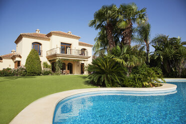 Swimming pool and Spanish villa - CAIF00371