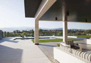 Luxury patio overlooking swimming pool and mountains - CAIF00386