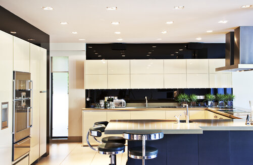 Counters and table in modern kitchen - CAIF01005