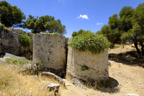 Italy, Sicily, Campobello di Mazara, antique quarry, column drums - LB01812