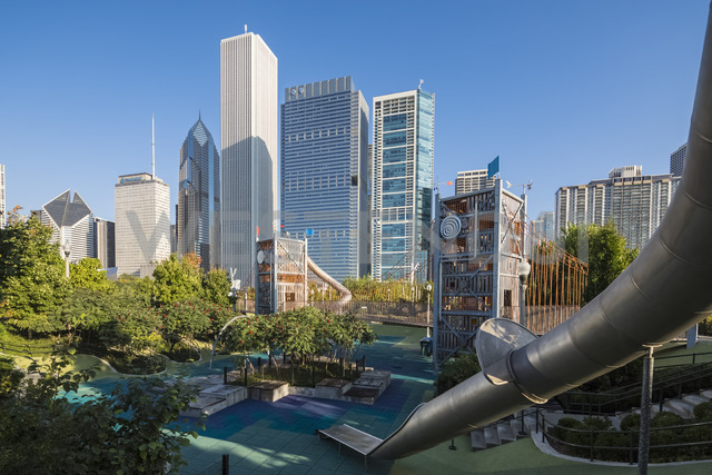 USA, Illinois, Chicago, Maggie Daley Park and Skyline - FO09963