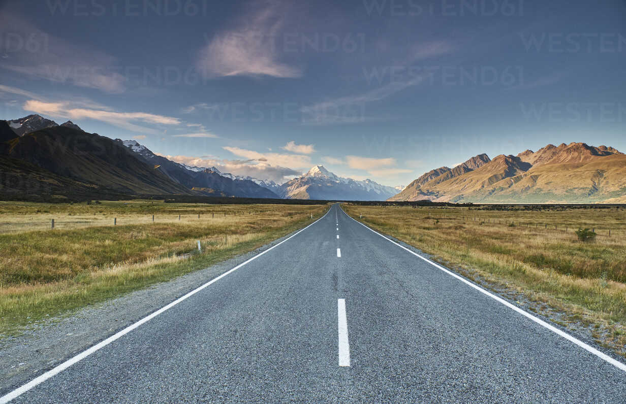 New Zealand, South Island, Mount Cook National Park, Tasman Valley Road - MRF01777 - Michael Reusse (alt)/Westend61