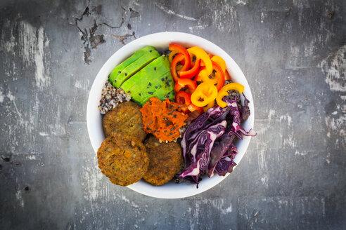Quinoa-Buddha-Bowl with paprika, avocado, red cabbage, quinoa, quinoa patty, ajvar and black sesame - LVF06746