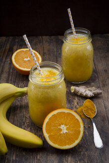 Orange banana smoothie with ginger and curcuma - LVF06749